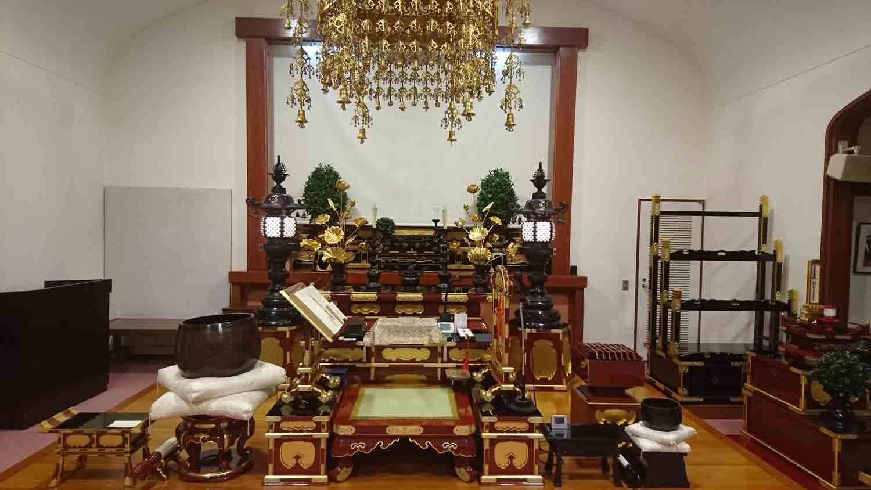 Altare del tempio buddista Nichiren.