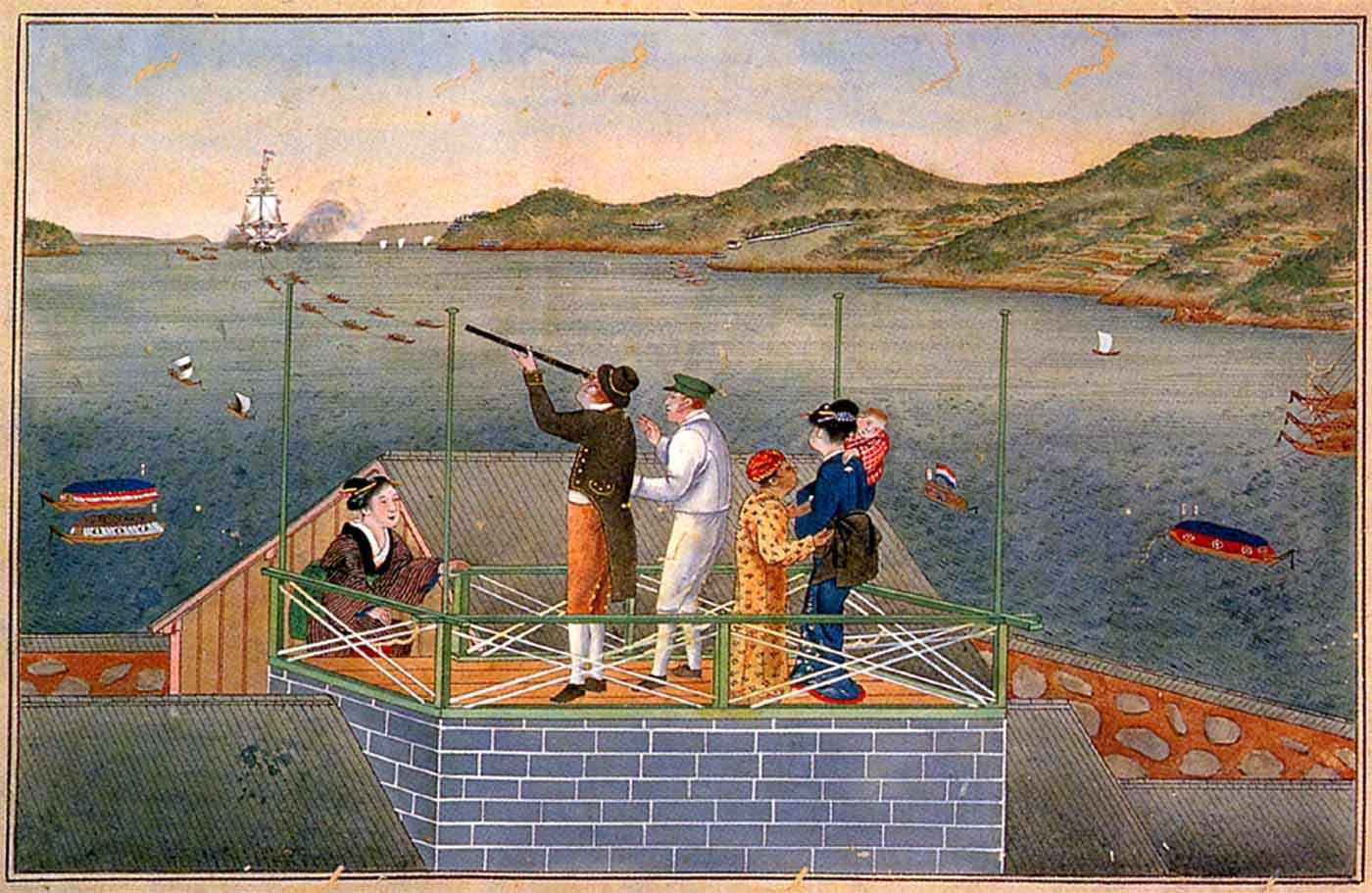 Siebold osserva con un telescopio una nave VOC avvicinarsi nella baia di Nagasaki. Sulla stessa torretta è la sua compagna Otaki e la loro figlia Ine. Dipinto di Kawahara Keiga, Peabody Museum Essex..