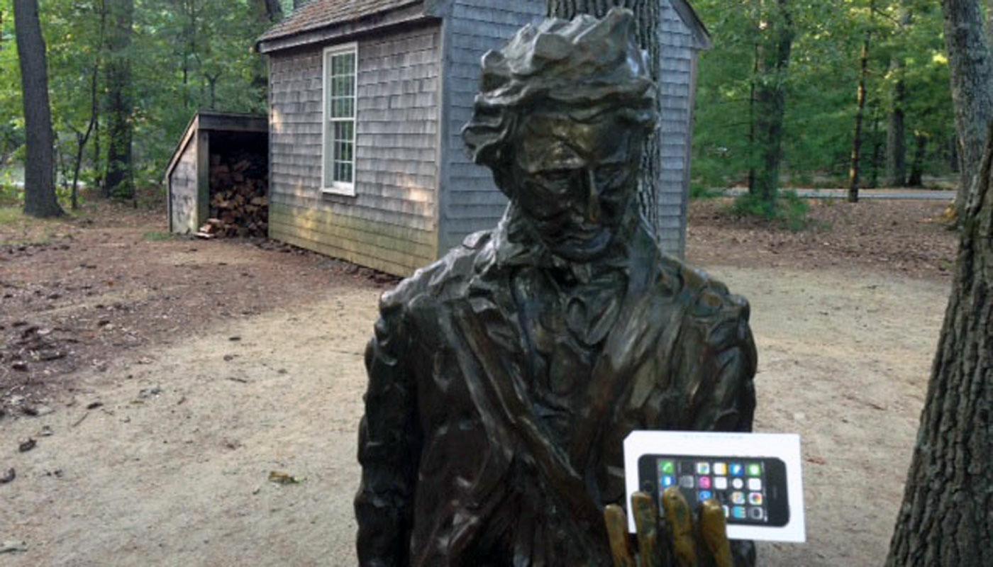 <i>Shinrin-yoki</i> è una cura antica a mali moderni. Ne sa qualcosa questo busto di Henry David Thoreau... (internet database).