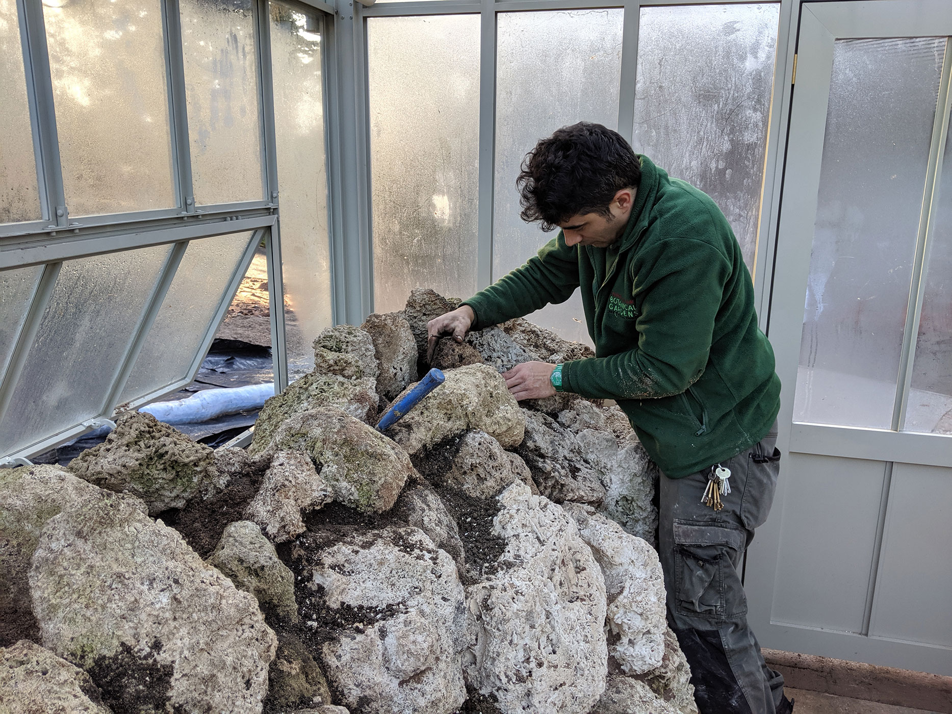 Placing the last tufa stones on the top of the cliff.